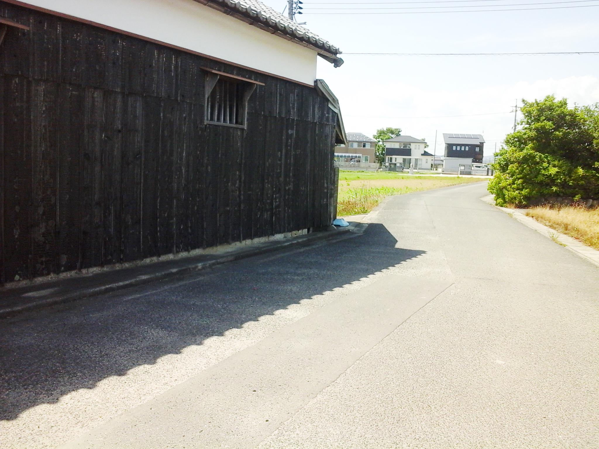 日乃出醤油 小泉醸造元(小泉醤油店)から漱石ロード広場へ