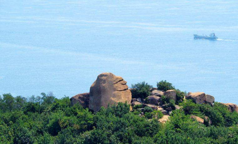 王子が岳のニコニコ岩