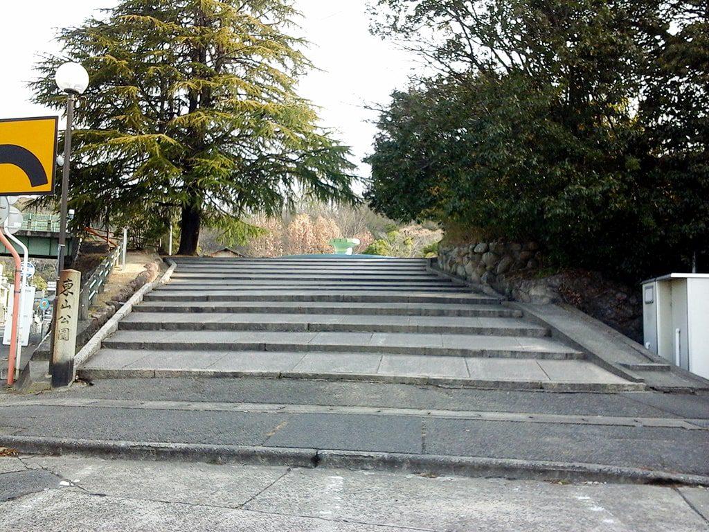 公園につづく石段