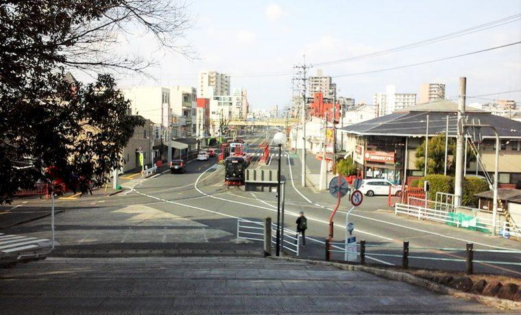 路面電車が走る町の風景