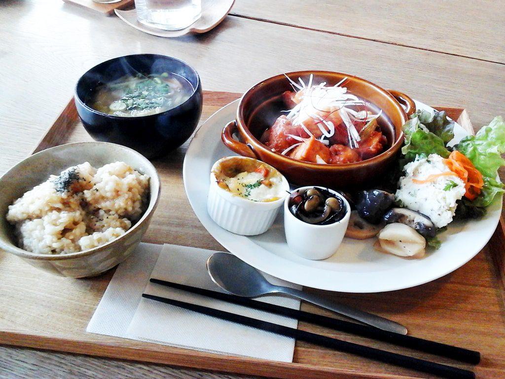 野菜を中心とした看板メニュー玄米定食